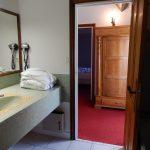 Chambre classique mansardee salle de bains - Chateau de Chissay - Hotels Particuliers (KP)