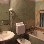 Chambre Classique mansardee - Salle de bains et mosaïque - Chateau de Chissay - Hotels Particuliers (KP)
