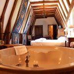 Suite Jacuzzi et le bain à remous - Chateau de Chissay - Hotels Particuliers (KP)