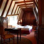 Suite Jacuzzi - vue sur l'ensemble de la chambre et de la charpente - Chateau de Chissay - Hotels Particuliers (KP)