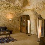 Suite Troglodyte - Salon aménageable avec 2 lits supplémentaires - Chateau de Chissay - Hotels Particuliers P. Savry