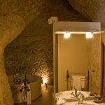 Suite Troglodyte - Salle de bains - Chateau de Chissay - Hotels Particuliers P. Savry
