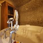 Troglodyte Suite - Bathroom - Château de Chissay - Les Hôtels particuliers - P. Savry
